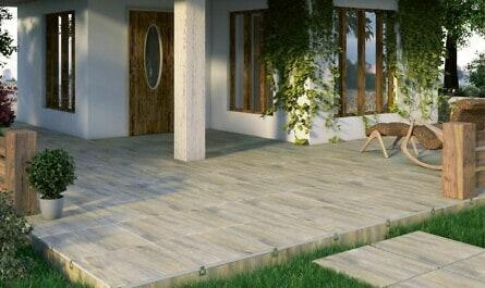 Terrasse mit Platten und Liege