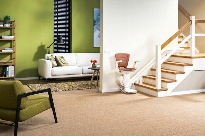 Moderne Treppenlifte sind stets zu Diensten