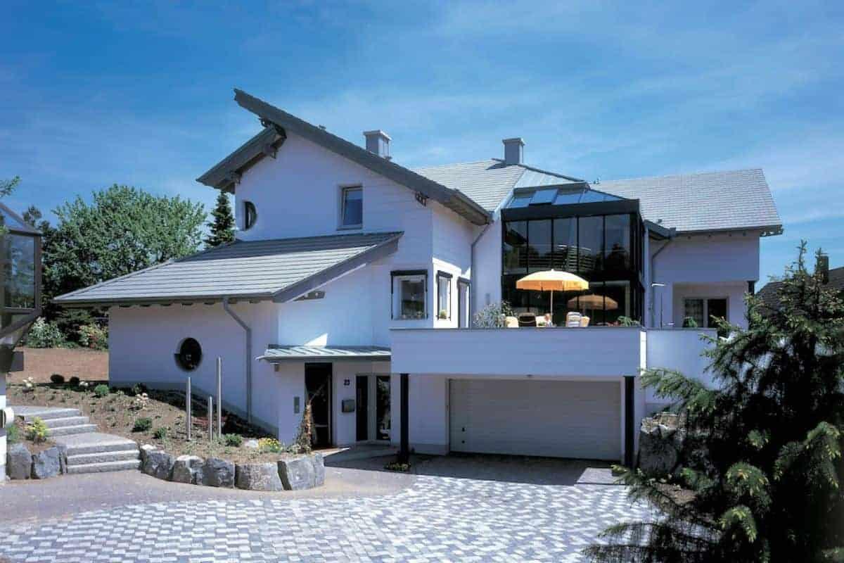 Modernes Zuhause mit Dachstein