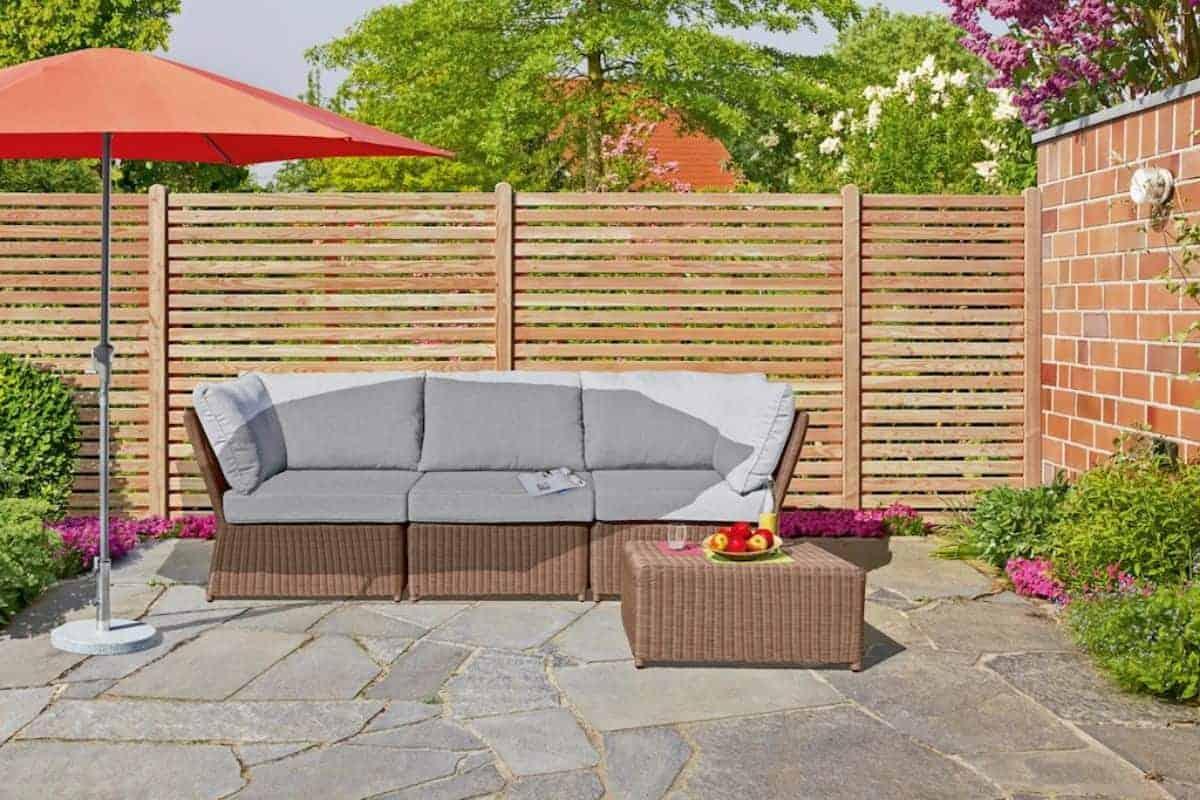 Holzzaun um Terrasse