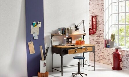 Arbeitsecke mit Rauhfaser-Tapete