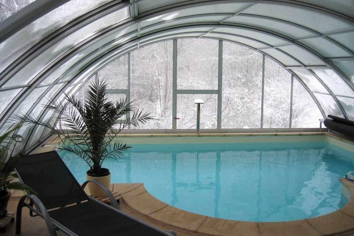 Schwimmbadüberdachung im Winter