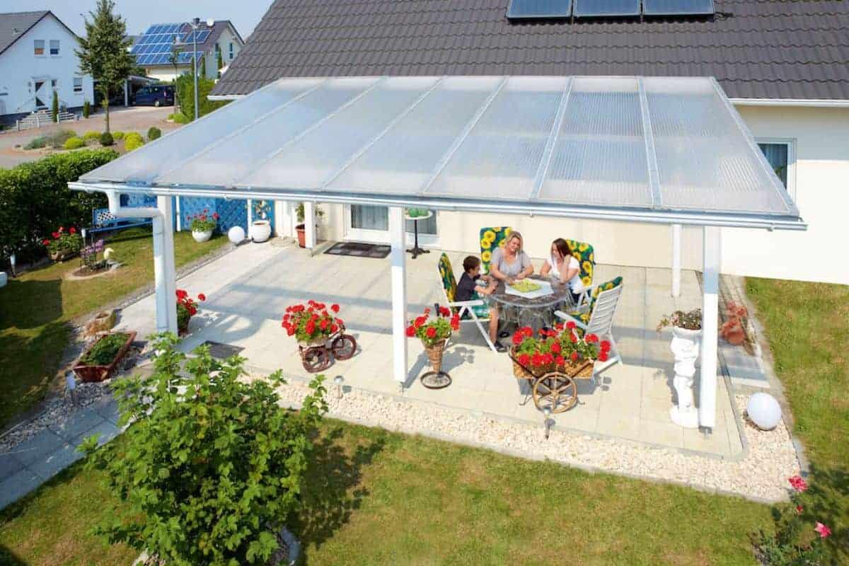 Terrasse mit Bedachung als Schutz