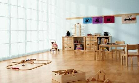Kinderzimmer mit Holzboden