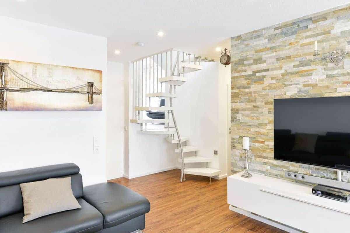 Quadratmeter-Treppe im Wohnzimmer