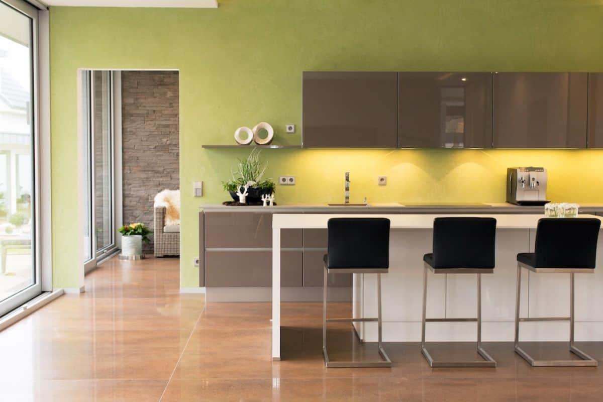 Küche mit grünem Wandputz