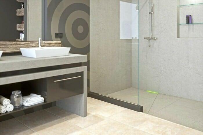 Wandablauf lässt Duschwasser verschwinden