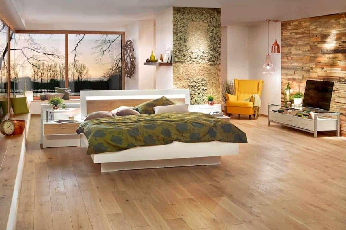 Massive Eichendiele im Schlafzimmer