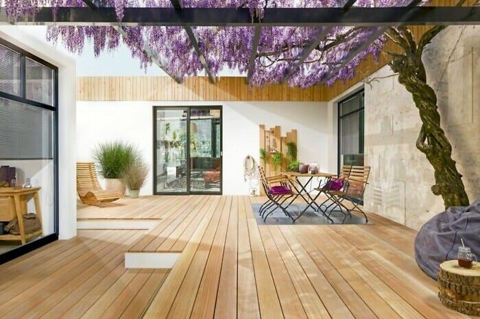 Vertikale Fassadenverkleidung punktet mit Gestaltungsvielfalt