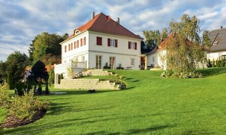 Villa mit riesigem Garten