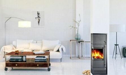 Wohnzimmer mit Kamin im Schornstein