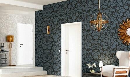 Klassische Türen im Innenraum