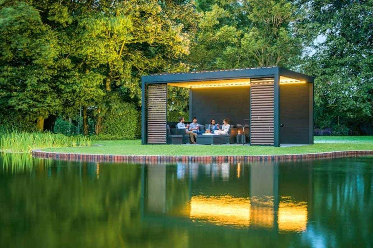 Designstarke Terrassenüberdachung in Holzoptik