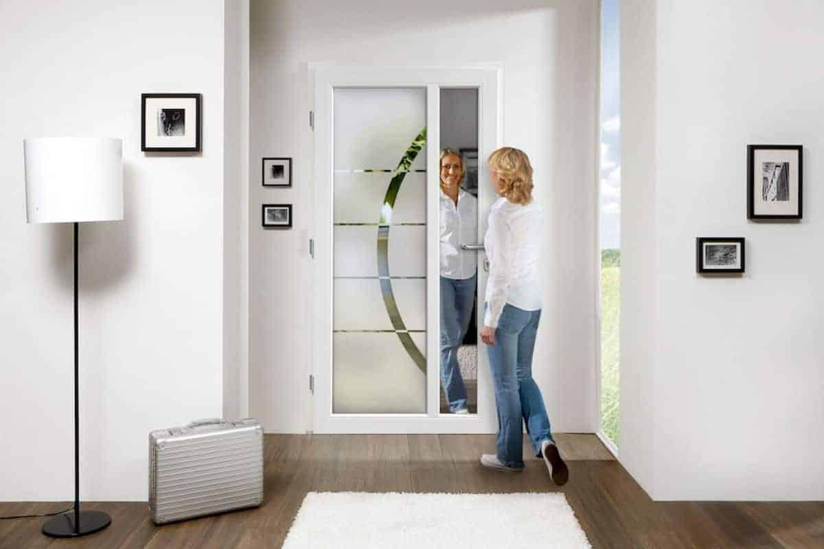 Ganzglas-Haustürfüllungen erobern den Eingangsbereich