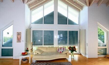Rollläden im Dachgeschoss spitz zulaufend