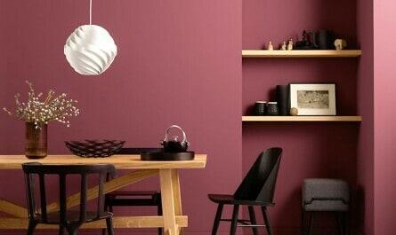 Esszimmer im matten Rot