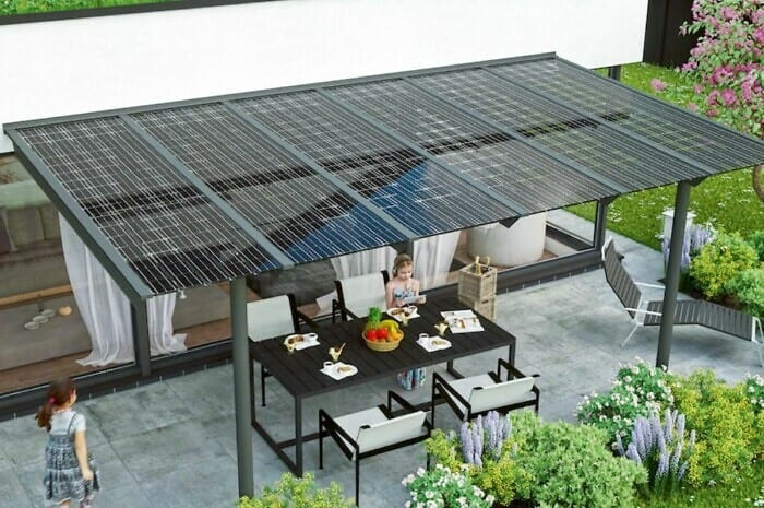 Terrassen- oder Carportdach regelt Sonnenschutz und Stromversorgung