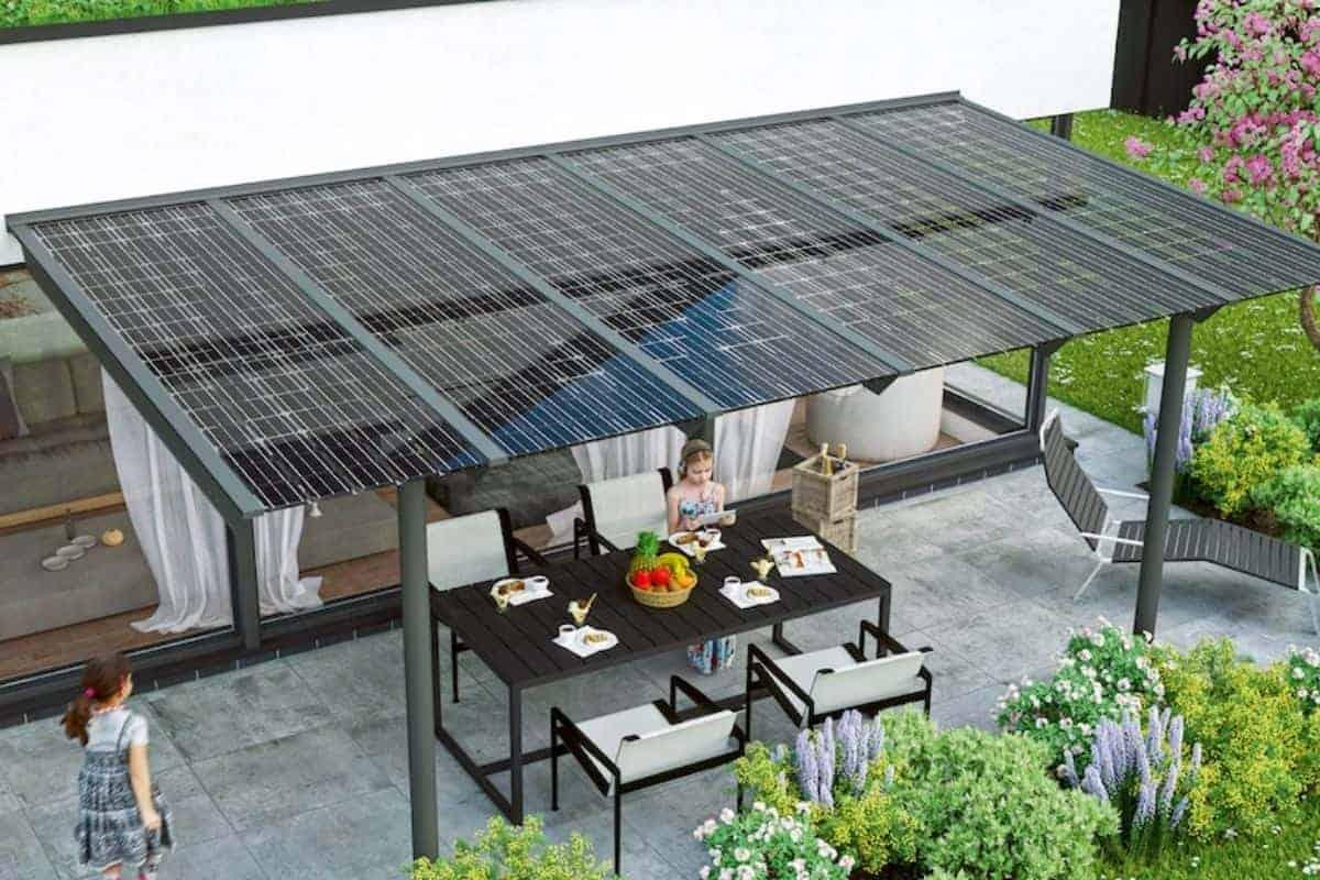 Solarcarport mit Glasmodulen beschattet