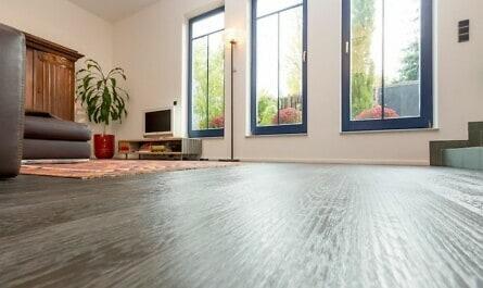 Holzboden passend zu den Fenstern