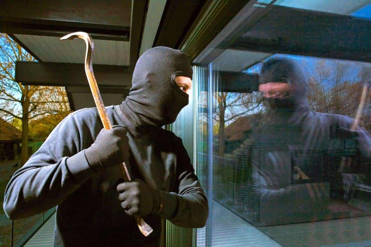 Einbrecher haben es dank Verbundsicherheitsglas schwer