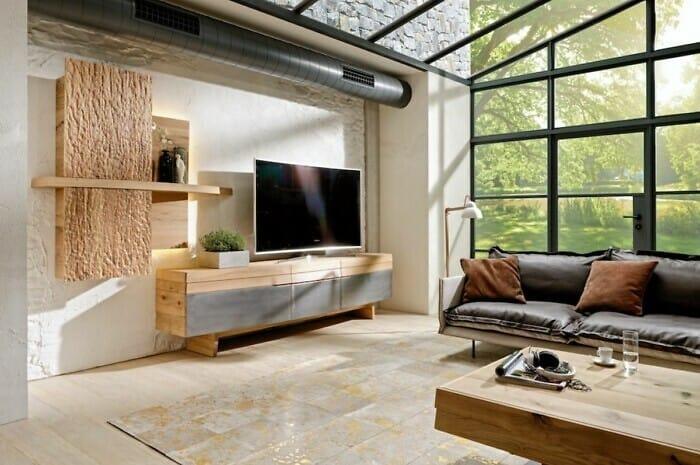 Naturholzmöbel aus Holz und Eisen