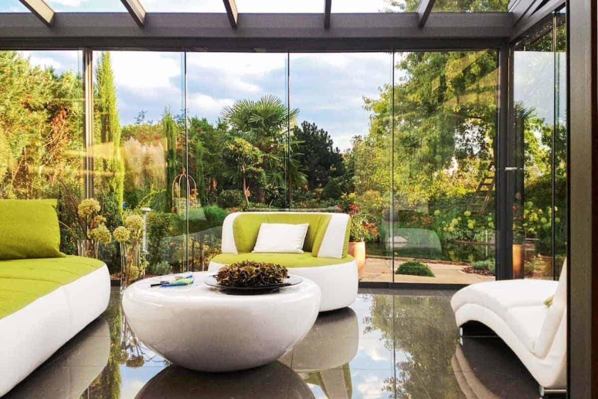 Wintergarten öffnet sich zum Garten