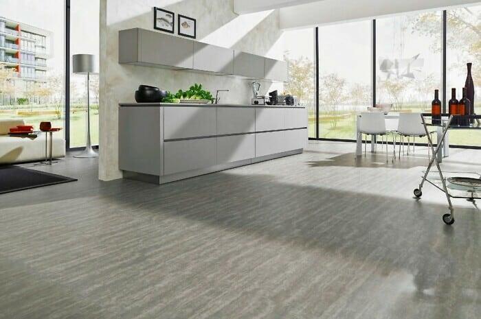 Boden aus Echtholz oder Vinyl