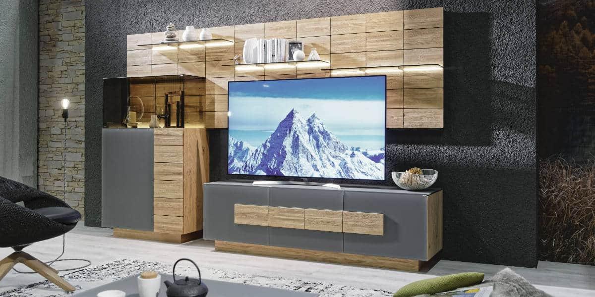 Wohnwand aus massivem Naturholz