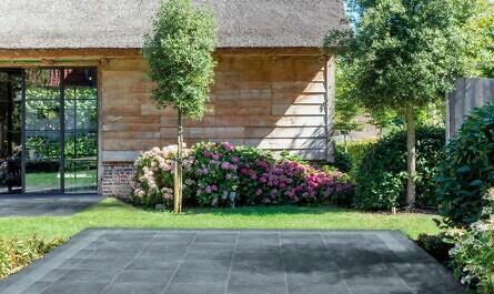 Terrasse mit Design-Platten