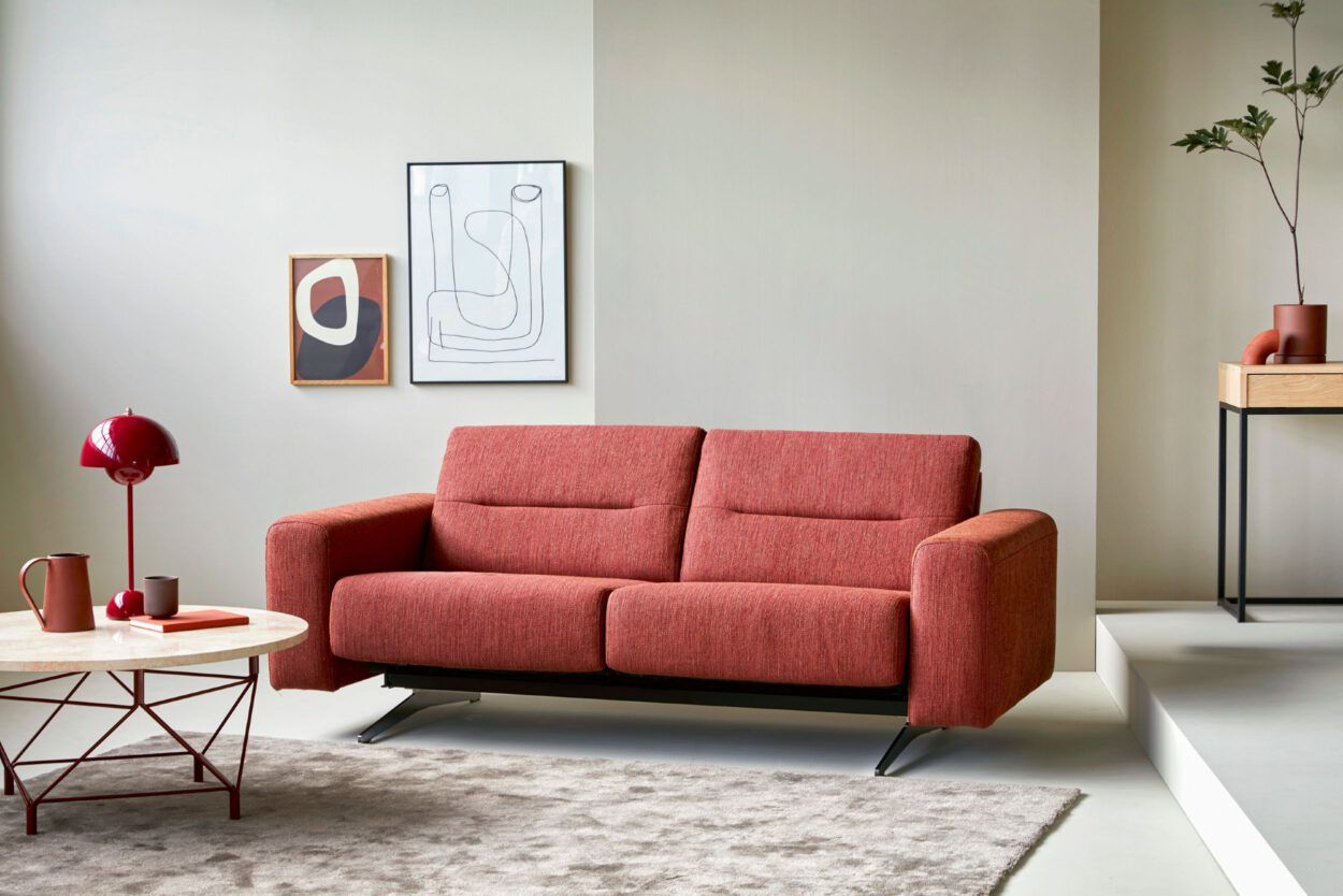 Rotes Zweier-Sofa