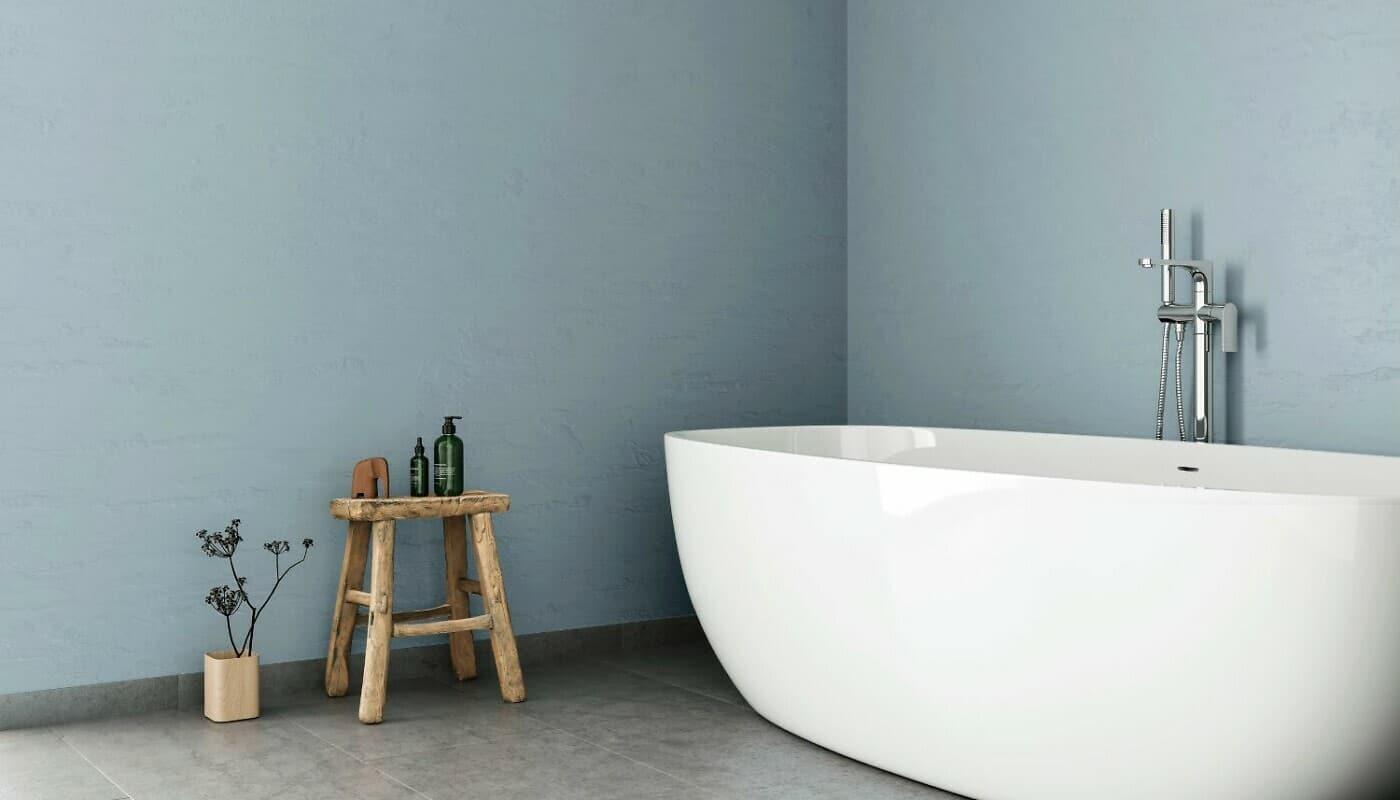 Badewanne vor Wand in Beton-Optik