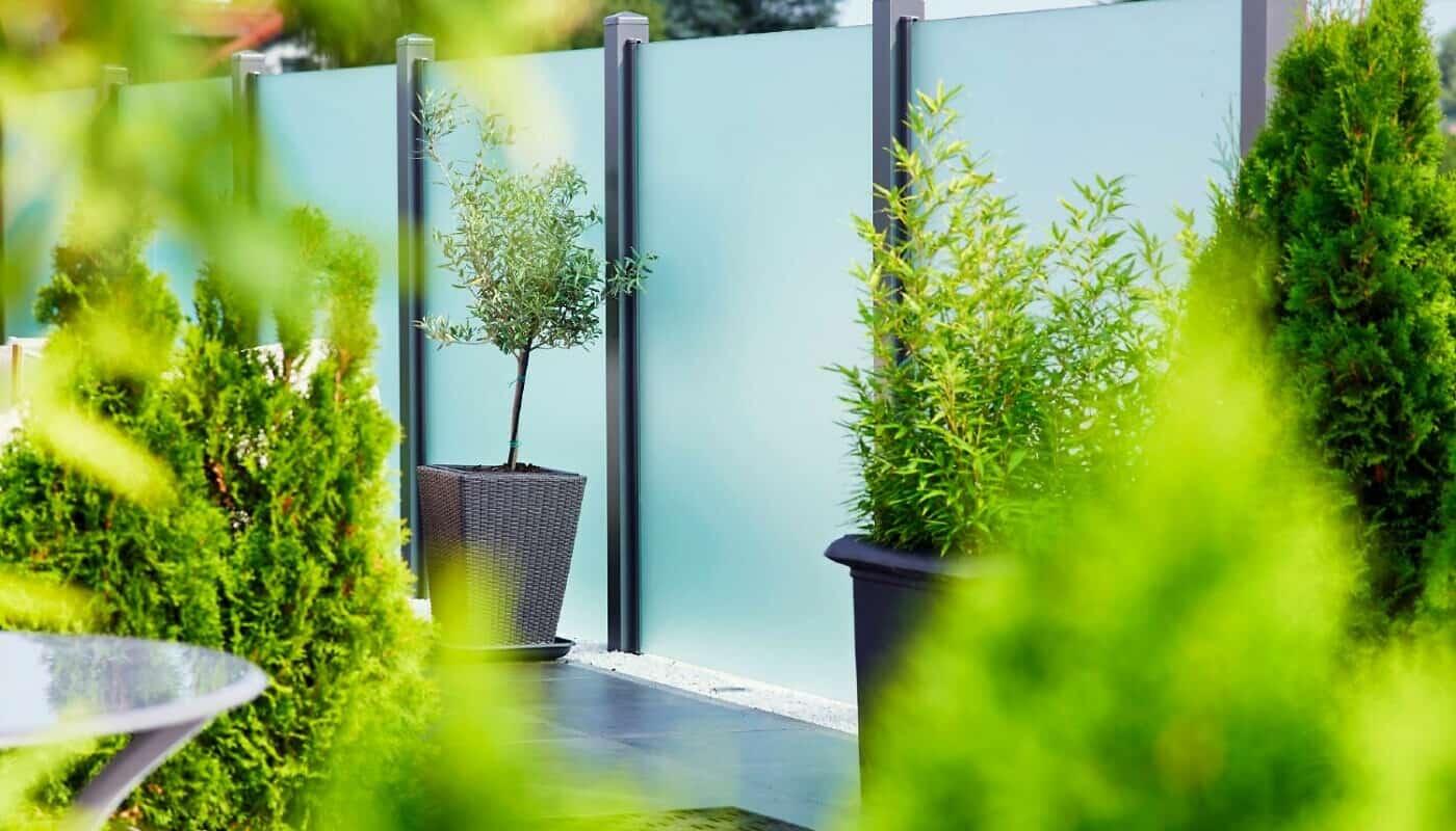 Glaszaun als Sichtschutz