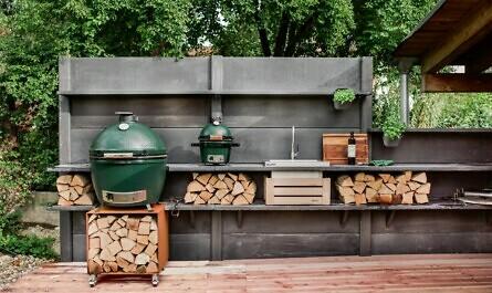 Outdoor-Küche mit zwei Grills